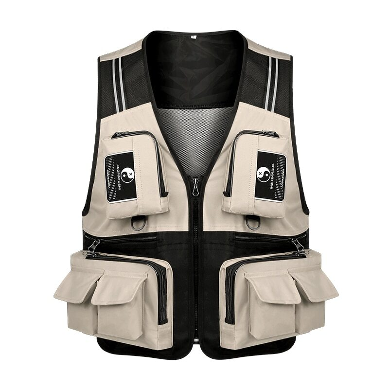 Fishing vest with detachable multiple pockets