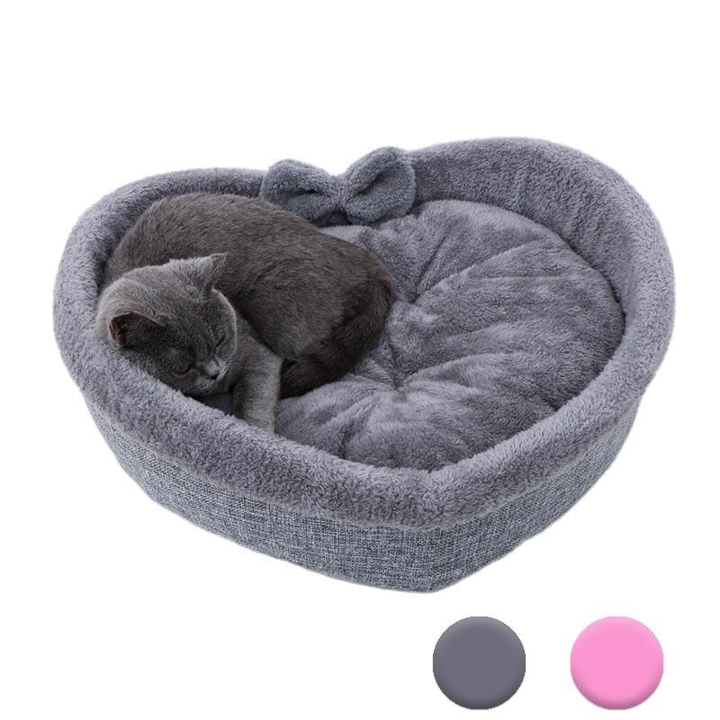 Soft bed for cats in the shape of a heart