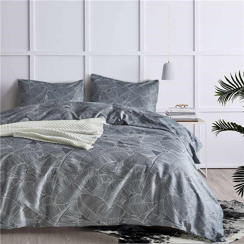 Set of bedding for king size bed with floral designs