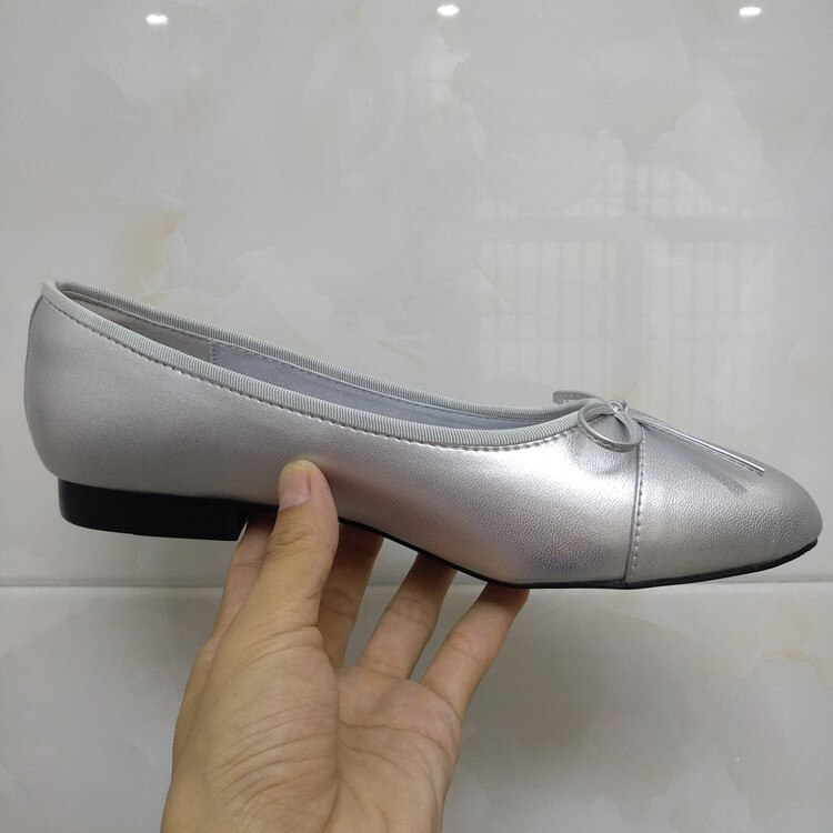 Women's ballet flats shoes in two colors with decorative bow