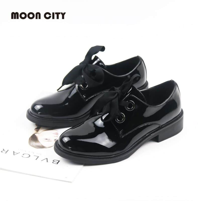 Women's flat oxford patent leather shoes with ribbon