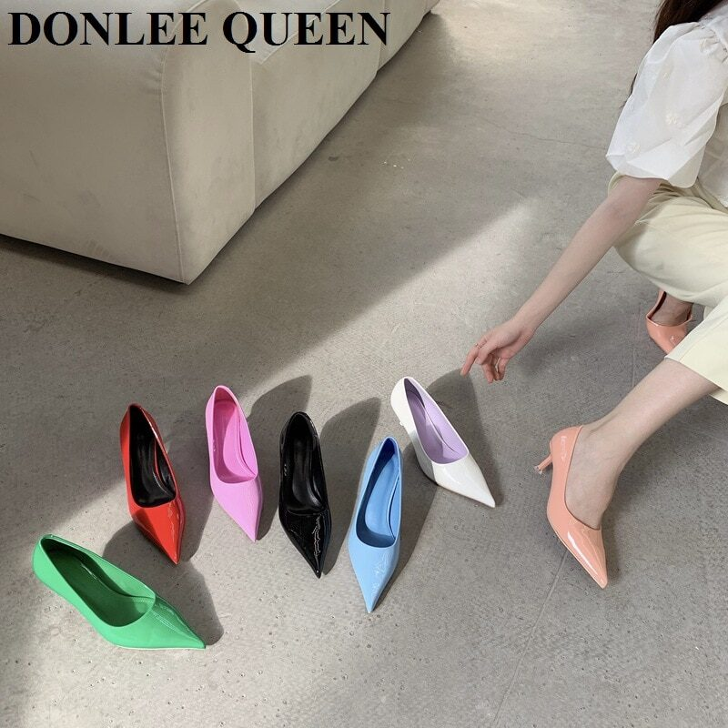 Women's pumps with thin low heel and pointed toe