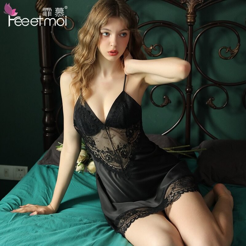 Women's sexy nightgown made of silk and lace