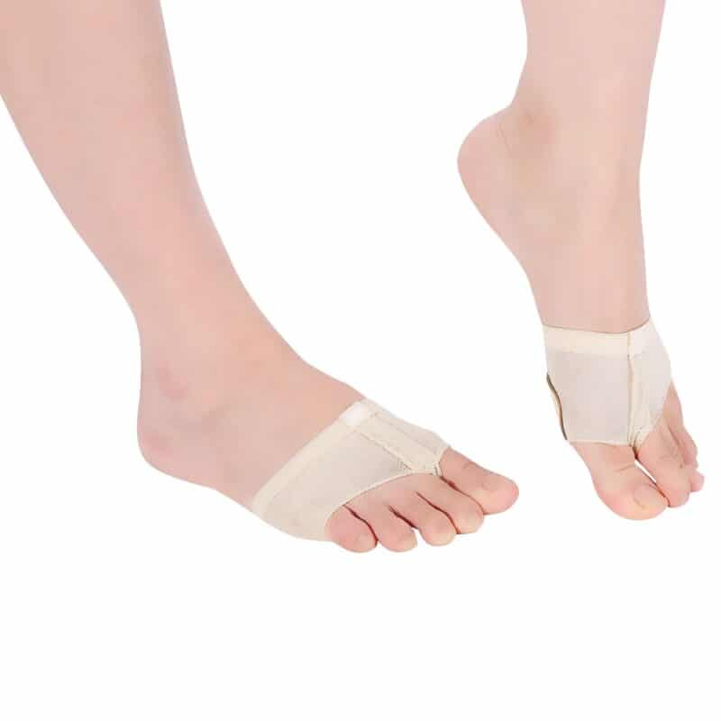 Set of 2 sets with protective pads for feet